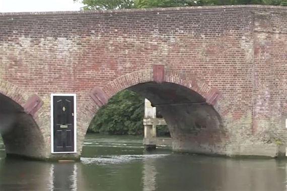 Mysterious-door-appears-on-bridge