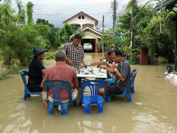 thai-flood-lunch