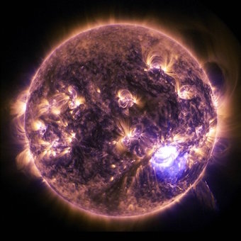 Sun-eruption-2015-11-11