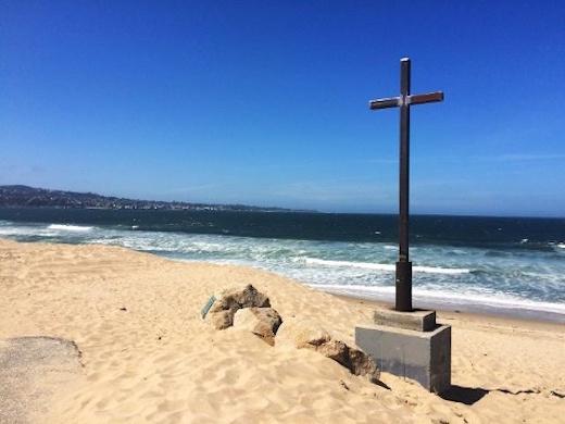 cross-at-del-monte-beach