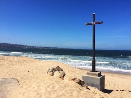 cross-at-del-monte-beach3