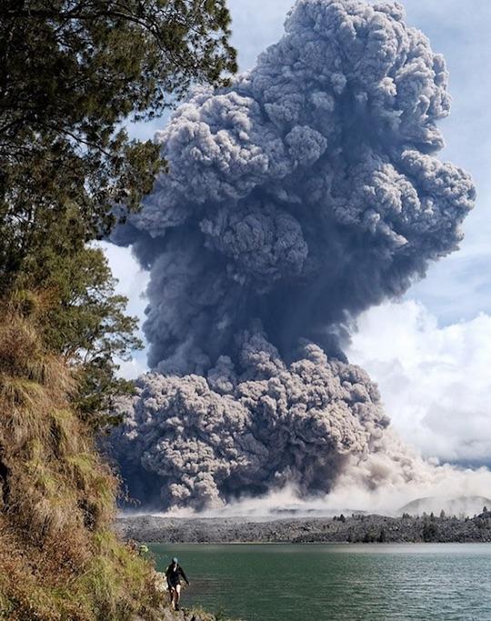 rinjani-eruption-2016a