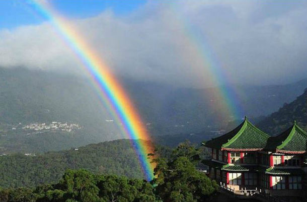 虹は神と人間との契約のしるし」...